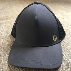 Lululemon Size L Black Seawheeze Trucker Hat